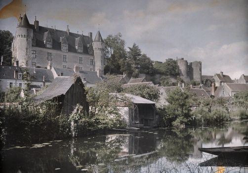Montresor, Centre. A view of the Montresor Castle on the bank of the Indrois River. Photographer: JULES GERVAIS COURTELLEMONT