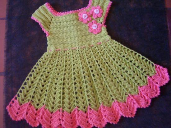 vestido para niña de ganchillo  hilos de algodon,botones de madera hecho a ganchillo,flores de ganchillo