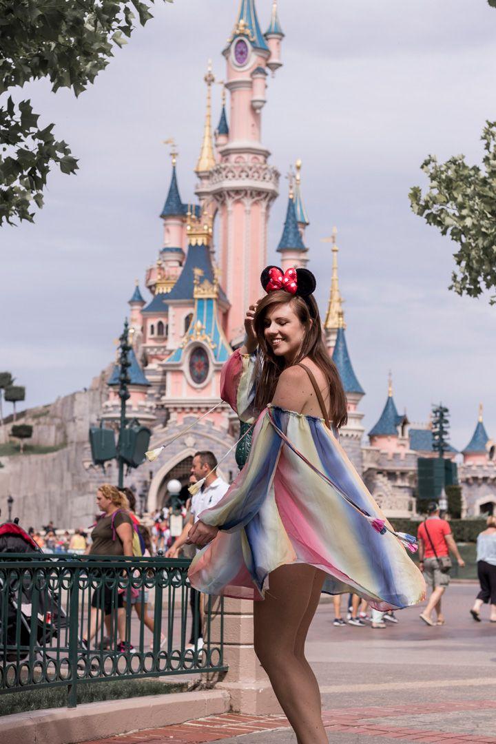 A magical day at Disneyland Paris rainbow dress, Regenbogenkleid, minnie mouse ears, girl, dream castle, cinderella schloss, happiness, birthday girl
