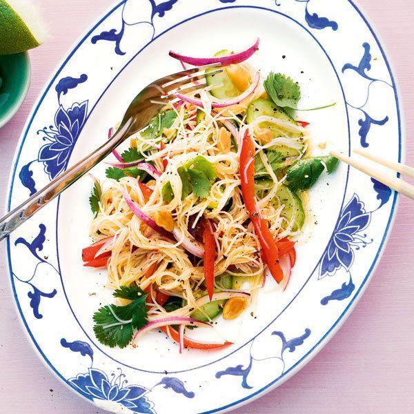 Da geht noch mehr (rein): Leckere Ergänzungen für den Salat sind 100 g klein geschnittene Avocado oder eine in feine Streifen geschnittene, unreife Ma...