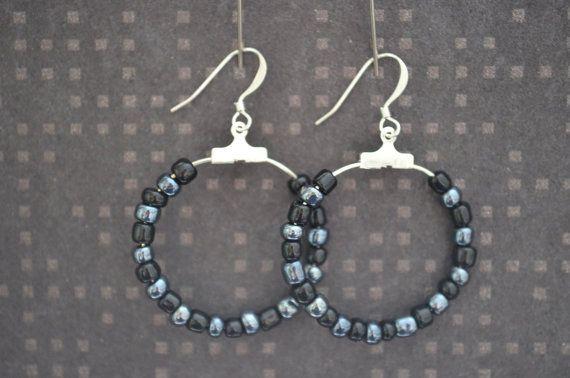 Glass bead dangle earrings / Lasihelmi riippuvat roikkuvat korvakorut