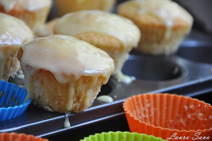 Cupcakes cu lamaie si iaurt