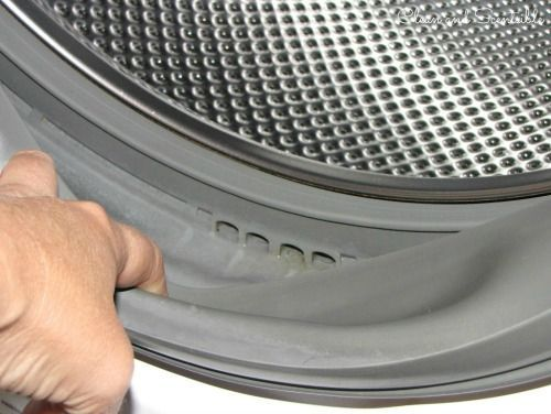 Great tutorial on how to clean your washing machine and get rid of that washing machine smell for good!  A must read!