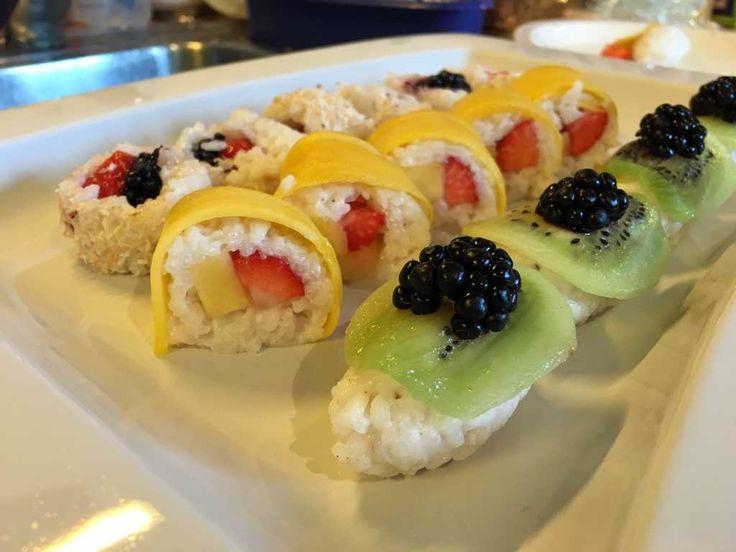 Sushi mal süß – mit Kokosmilch und frischem Obst als Dessert angerichtet! Das ist Soul-Food pur!
