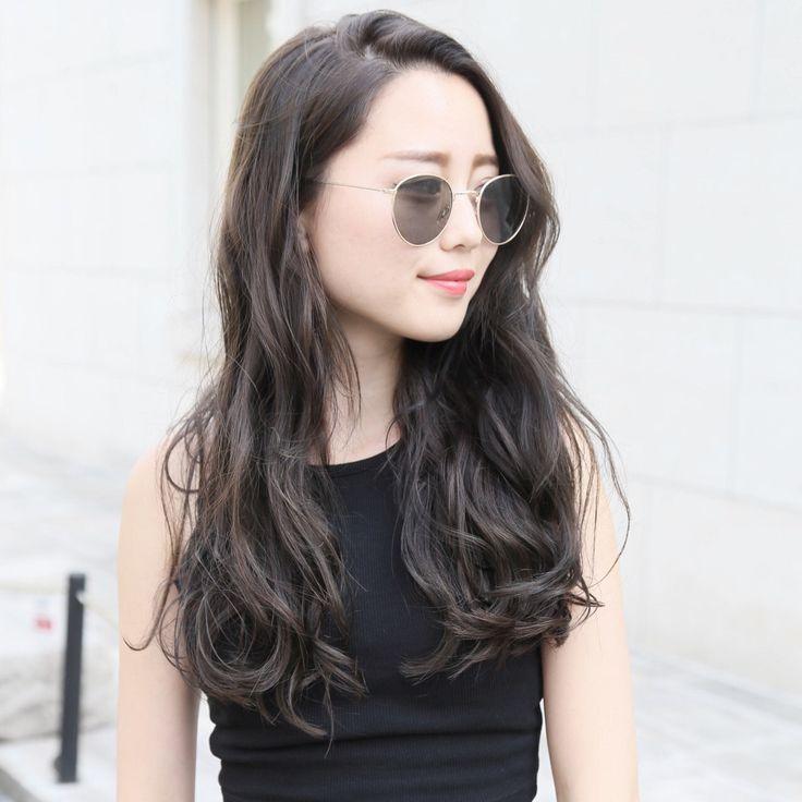 簡単にモテ髪を作るなら、やっぱりパーマがおすすめ♡パーマなら、ヘアケアもスタイリングも格段にしやすくなります。パーマは髪の傷みの原因と思われがちですが、毎日のドライヤーやヘアアイロンの熱、櫛を使っていれば、同じく髪を傷めてしまいます。パーマヘアは、日頃のトリートメントをしっかり行っていれば、とてもスタイリングしやすく、アレンジもしやすいオススメヘアです♡