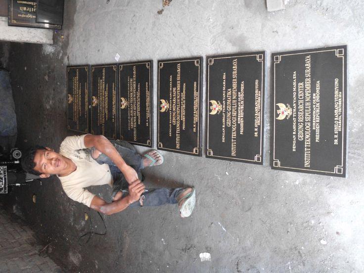 Prasasti marmer, prasasti granit, prasasti peresmian yang acaranya diresmikan oleh presiden RI. Susilo bambang yudoyono kontak kami :  031 83315430 081357603030 BB  2657B7A6