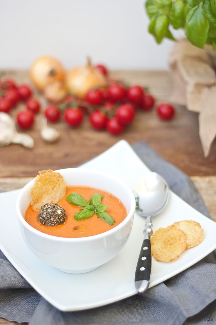 Kalte Tomaten-Gurken-Suppe // cold tomato-cucumber soup // Sweets and Lifestyle
