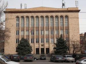 El Tribunal Constitucional de Armenia rechazó la semana pasada las solicitudes presentadas por los dos candidatos de la oposición, Raffi Hovannisian y Ghukasian Andreas, alegando fraude masivo en las elecciones del 18 de febrero pasado en las elecciones presidenciales.