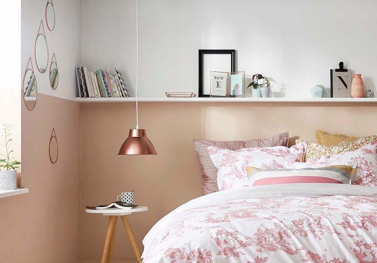 ETAGERE, PEINTURE (Divisez le mur en deux couleurs pour créer une tête de lit), LAMPE,...