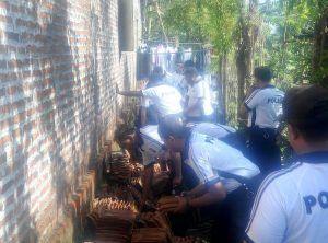 Bakti Sosial Anggota Polres Sidoarjo Kepada Korban Bencana Alam Angin Puting Beliung