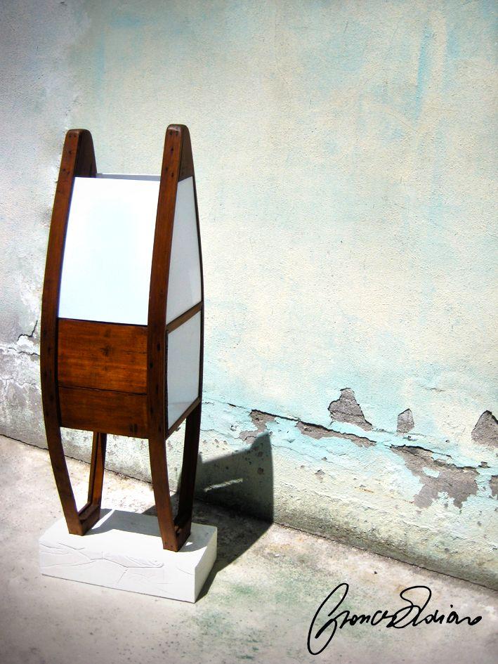 """Progettato lampada da un vecchio riscaldatore Nord italiano (60) in legno denominato """"Pret"""" con una base di cemento. Lampada di Design realizzata con un vecchio scaldotto degli anni 60 (""""Al Pret"""") con base di cemento. Oggetto unico può essere riprodotto con altri pezzi trovati, le dimensioni potrebbero cambiare leggermente a seconda del pezzo. https://www.etsy.com/it/listing/269737169/lampada-pret-a-porter?ref=shop_home_active_13"""