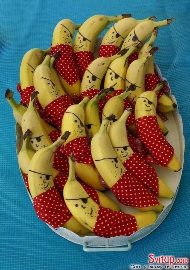 30 Sommerparty Deko Ideen - DIY Bananen anrichten
