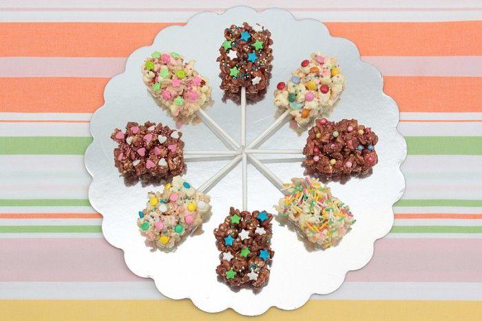 Popcorn chocolade lollies! Leuk als traktatie en op kinderfeestjes!