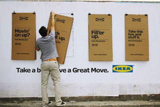 Ikea accroche des cartons de déménagement dans les rues en guise d'affichage publicitaire