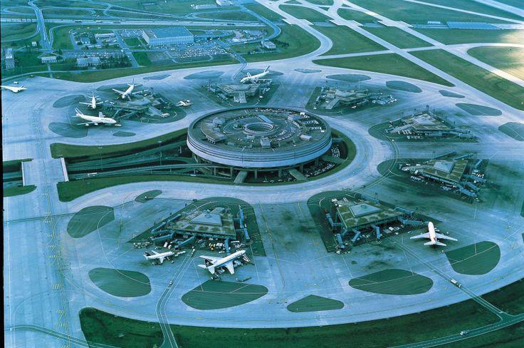 La terminal 1 del aeropuerto Charles De Gaulle, en las cercanías de París, abrió en 1974 obra de Paul Andreu