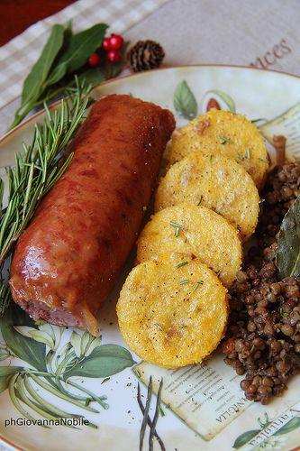 Cotechino, polenta e lenticchie, un piatto robusto e goloso
