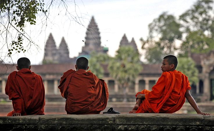 At Cambodia's Angkor Wat, a new code of conduct means no more selfies with monks and no nudity - LA Times