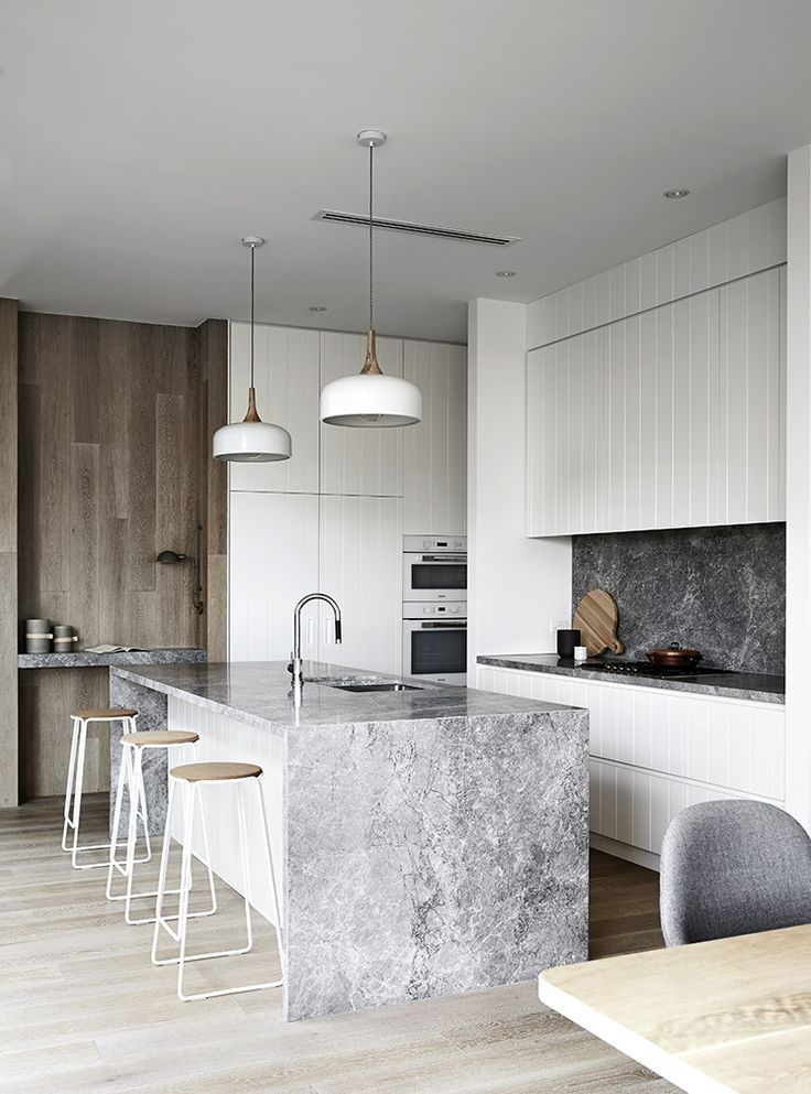 waterfall island | white kitchen | slab backsplash | cork & metal stools | oak wall | Est-Magazine-MimDesign-RelphAve02