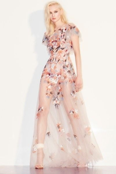 View the full Zuhair Murad Pre-Fall 2017 collection.