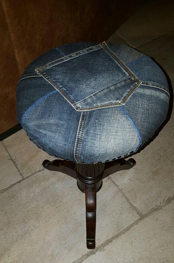 Pianokruk bekleed met oude Jeans