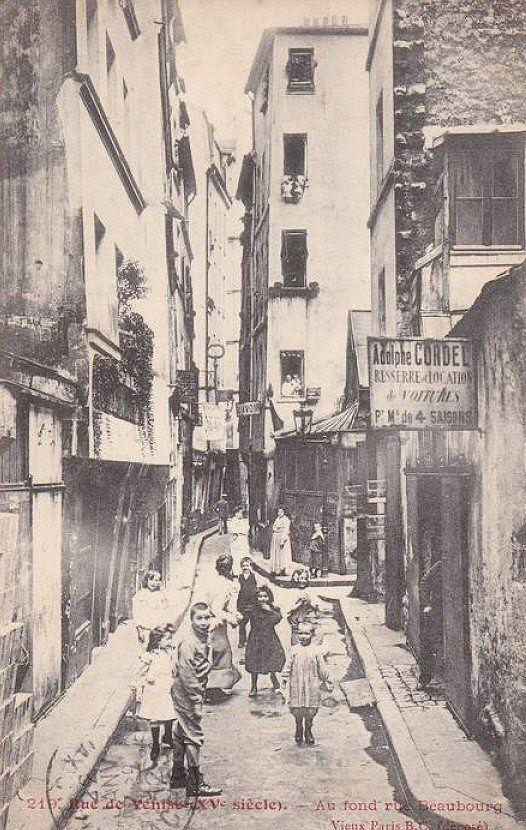 La petite et médiévale rue de Venise vers 1900. Au fond on distingue la rue Beaubourg.