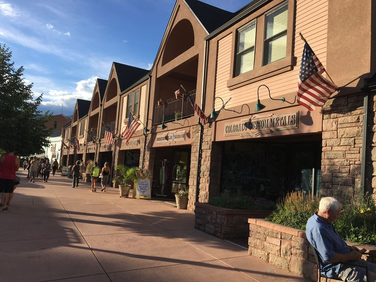 Colorado Springs, United States. Travel blog http://trvl-blog.com about living in the United States. Manitou Springs. Red Rock Canyon. Garden of the Gods. Manitou Incline. жизнь в колорадо-спрингс, сша, жизнь в америке, колорадо, маниту-спрингс колорадо