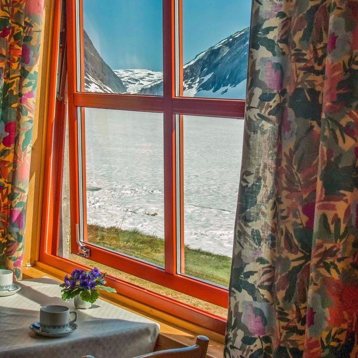 Dalsnibba Geiranger Fjord Norway How about a stop over for a super hot chocolate with a stunning view of a frozen lake and amazing mountains.  Dalsnibba Geiranger Fjord Noruega Que tal uma paradinha para um super chocolate quente com vista para um lago congelado e uma estonteante montanha.  #dalsnibba #geiranger #geirangerfjord #norway #frafjordtilfjell #visitnorway #norway #norwegian #nibberittet #norge #happyholidays #scandinavia #travel #nikon #photo #beatifulview #cruize #snowmountains…
