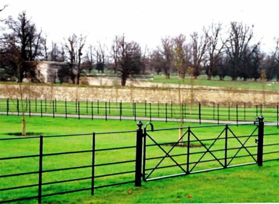 Estate Fencing Amp 3m Bow Top Field Gate With Round Finial Top Posts Farm Gate Field Fence Fence Gate