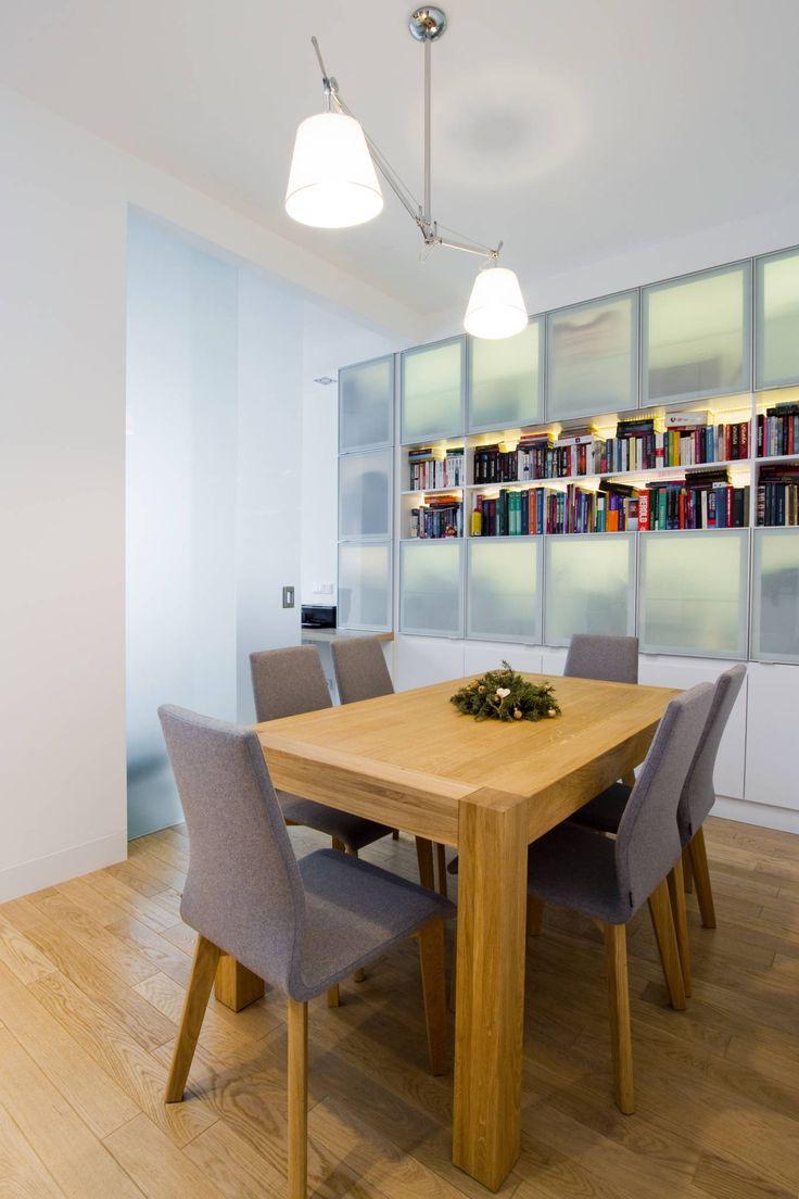 Projekt wnętrz apartamentu w kamienicy na krakowskim Kazimierzu: styl Nowoczesny, w kategorii Jadalnia zaprojektowany przez COOLDESIGN