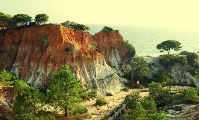 Le charme secret de l'Algarve - via Maxi Magazine 12.02.2015   Cette région du Portugal est très fréquentée pour son climat et son littoral… On vous donne quelques conseils pour profiter d'un séjour plus tranquille.