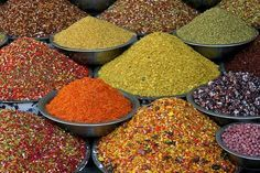 """Een aantal veel voorkomende kruidenmengsels om zelf te maken maar dan zonder smaakversterkers en conserveermiddelen. Deze lijst blijft """"in..."""