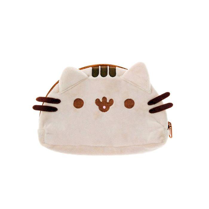 """<span style=""""color: #90b67f;"""">Voor 16:00 besteld, binnen 1-2 werkdagen in huis </span> Pusheen de schattigste kat van het internet! Deze zachte etui/toilettas in de vorm van Pusheens hoofd gebruik je voor al je essentiele benodigdheden. Bijvoorbeeld: sieraden, pennen, potloden, make-up etc.  <b>Afmeting:</b> ± 24 cm <b>Materiaal: </b>100% Polyester <b>Gebruiksinformatie:</b>Geschikt vanaf 3 jaar <b>Kleur:</b>Grijs"""