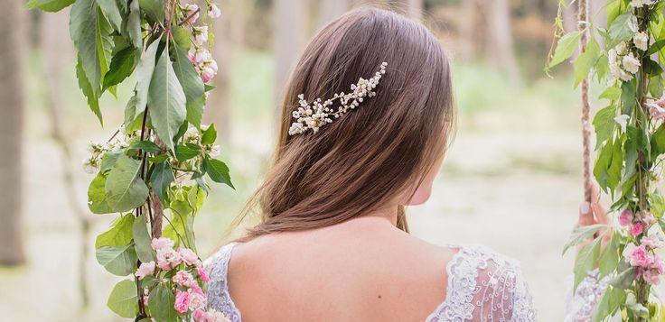 Ślubna dekoracja do włosów, zamocowana na dwóch grzebykach - wspaniałe zwieńczenie ślubnej fryzury! :)