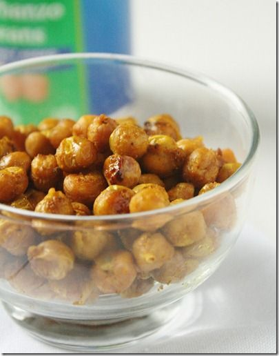 currie roasted chick peas: Yummy Snacks, Curry Roasted Chickpeas, Chickpea Recipes, Healthy Snacks, Creative Food, Healthy Eating, Chickpeas Snack, Nom Nom, Yummy Foods