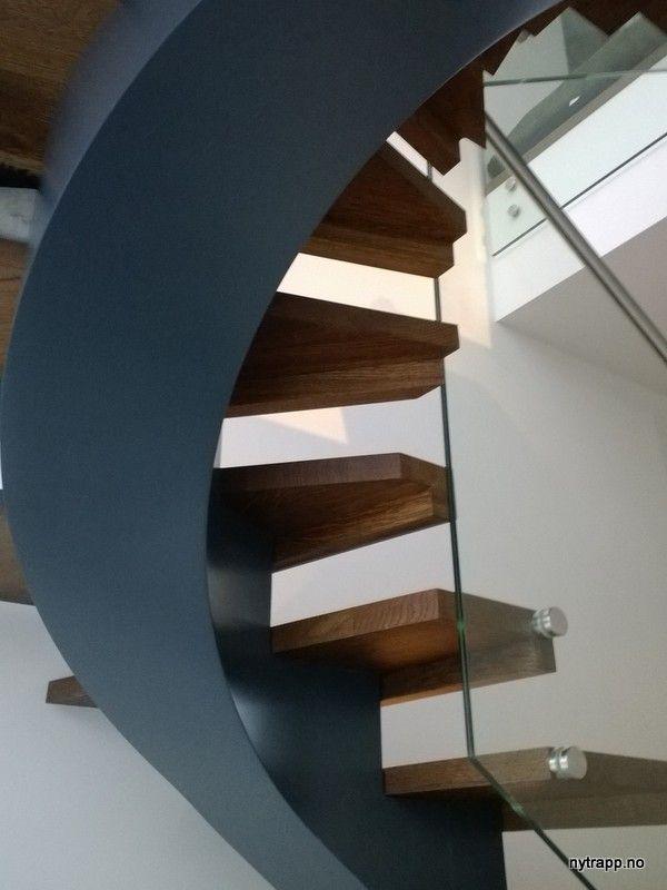 Kurvet midtvange trapp | Curved center string stair