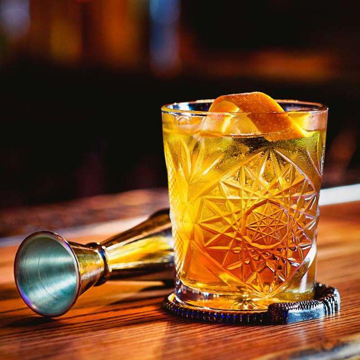 How to make an old fashioned like a bartender in 2020