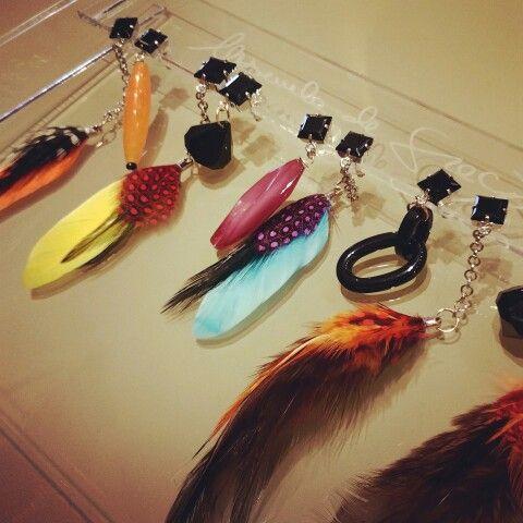 Orecchini moda hippie !!!  Piume colorate ....