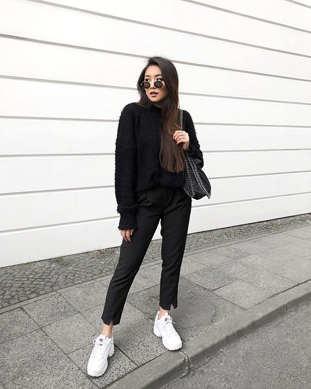 White Sneakers Sneakers White Chunky Aredaphaleoutfittwallblack White Chunky Aredaphaleoutfittwallblack Chunky White Aredaphaleoutfittwallblack Sneakers Chunky eYbIWH29DE