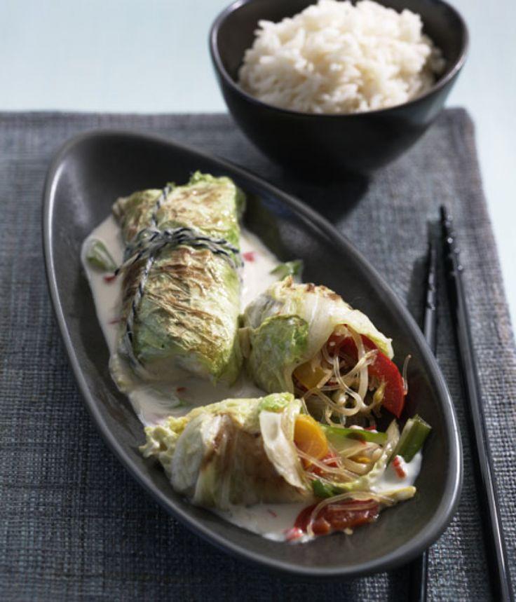 Rezept für Asiatische Kohlroulade bei Essen und Trinken. Ein Rezept für 2 Personen. Und weitere Rezepte in den Kategorien Gemüse, Gewürze, Nudeln / Pasta, Hauptspeise, Beilage, Party, Braten, Dünsten, Kochen, Einfach, Gut vorzubereiten, Raffiniert, Vegetarisch, Vegan.