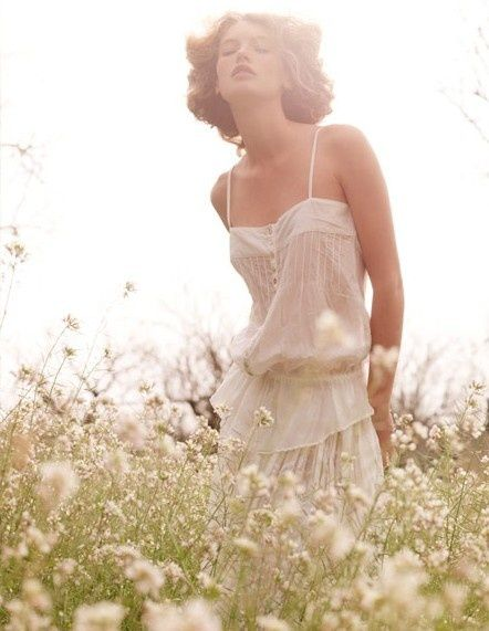 Love this picture, it's all about female charme <3 #woman in a #flower #field