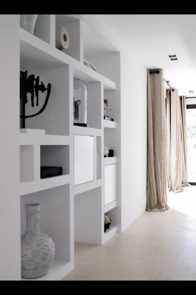 Piet Boon | vakkenkast met (reno)stuc als eenheid met de muur.