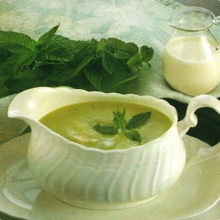 Salsa di menta, particolarmente indicata per accompagnare mousse e torte.