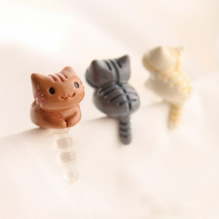These are the cutest little kittens ever!  <3 Kitty Earphone Cap