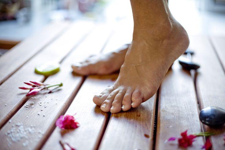 Natural Home Remedy for Toenail Fungus - DIY Natural Chemical Free Anti-Fungal Toenail Treatment