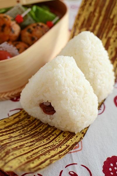 Traditional Japanese Bento, Onigiri Rice Ball on a Bamboo Sheath おにぎり弁当