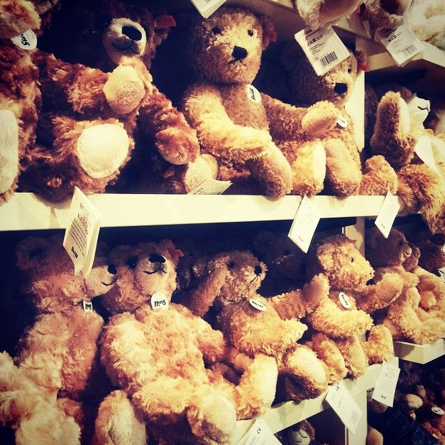 For the children this #Christmas head to #Hamleys for a classic teddy bear for a gift to remember. #RegentStreet #KidsClub http://bit.ly/1suGjSH