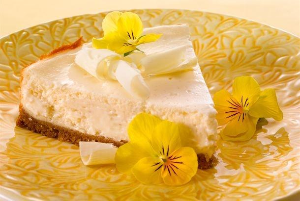 Valkosuklaa-lime rahkasta ja crema fraichesta keksipohjainen kakku - ehkä maailman helpoin ohje, mutta ihan mielettömän hyvää!