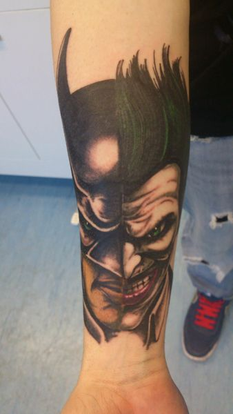 Tatuaje de Batman y Joker realizado en nuestro centro de Parquesur de Madrid.    #tattoo #tattoos #tattooed #tattooing #tattooist #tattooart #tattooshop #tattoolife #tattooartist #tattoodesign #tattooedgirls #tattoosketch #tattooideas #tattoooftheday #tattooer #tattoogirl #tattooink #tattoolove #tattootime #tattooflash #tattooedgirl #tattooedmen #tattooaddict#tattoostudio #tattoolover #tattoolovers #tattooedwomen#tattooedlife #tattoostyle #tatuajes #tatuajesmadrid #ink #inktober #inktattoo