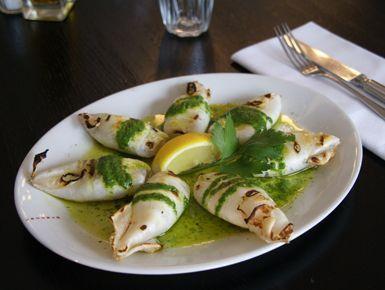 Gegrillte Calamari mit Pesto