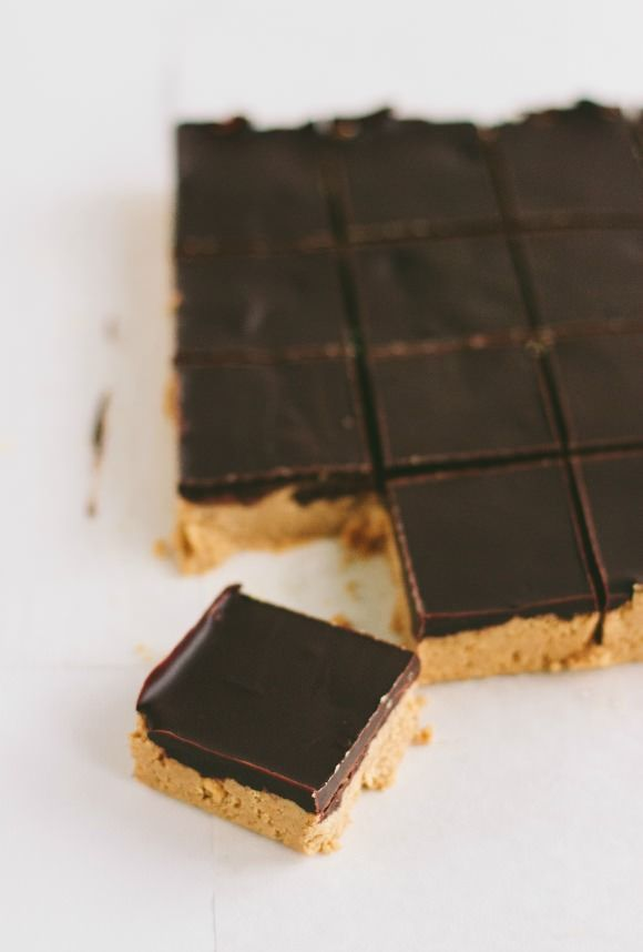 No-Bake Chocolate Peanut Butter Bars use oatmeal and flax instead of graham crackers to make it healthy and no sugar